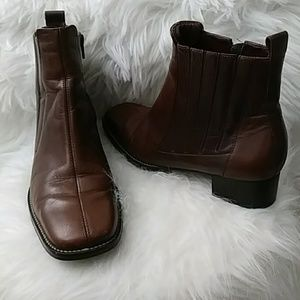 Trotters brown leather ankle boots size 7M